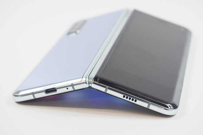 Giá Galaxy Z Fold 2 và Galaxy Z Flip 5G sẽ khiến fan mừng rỡ - 1