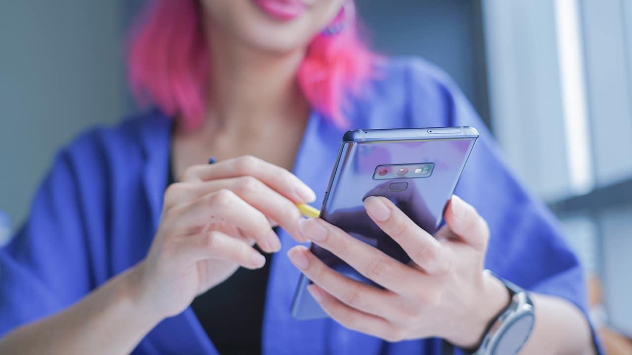 """Đây là chiếc điện thoại cao cấp, giá """"bình dân"""" khiến bạn quên ngay iPhone đắt đỏ - 2"""