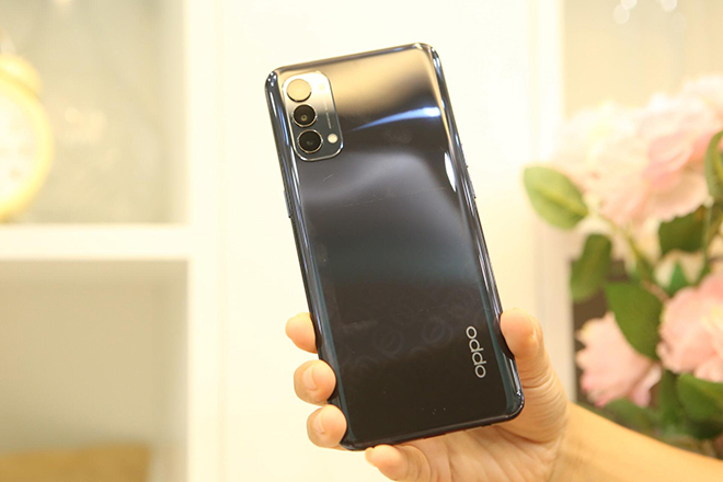 Trên tay Oppo Reno4 đẹp long lanh, thiết kế chuẩn mực - 2