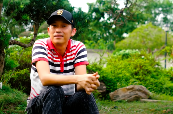 Cẩm Ly ôm Hoài Linh khóc khi đến nhà thờ Tổ, suy sụp vì bệnh nặng đến mất giọng - 1