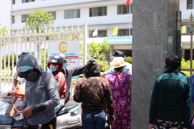 Bệnh viện C Đà Nẵng 'nội bất xuất, ngoại bất nhập' sau ca nghi mắc COVID-19 - 9