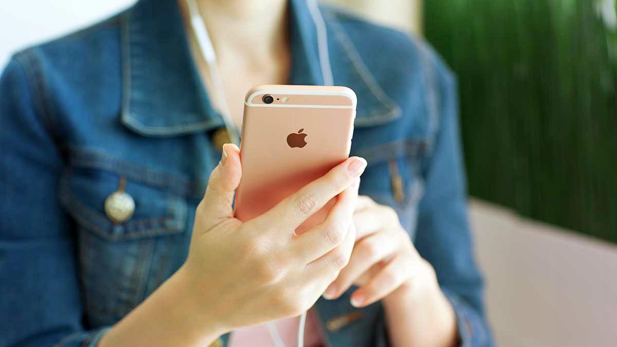 """Mẫu iPhone tưởng như đã """"lỗi thời"""" nhưng thực ra vẫn đang """"cháy hàng"""" - 1"""