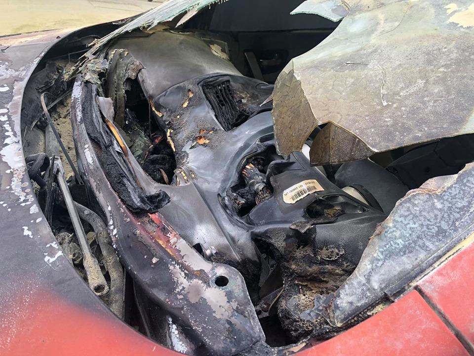 Ô tô 5 chỗ bất ngờ bốc cháy cạnh cây xăng, nhiều người hoảng sợ - 6