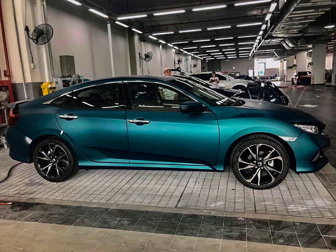 Đại lý Honda tung thêm màu độc cho dòng Civic RS tại Việt Nam - 4
