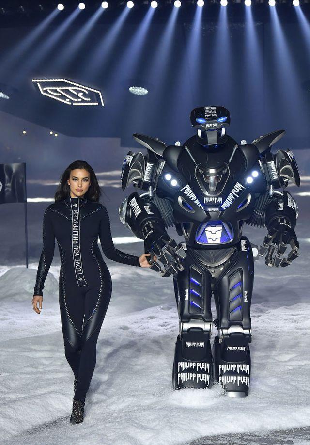 Liệu robot và công nghệ máy tính có thể thay thế công việc của người mẫu? - 2