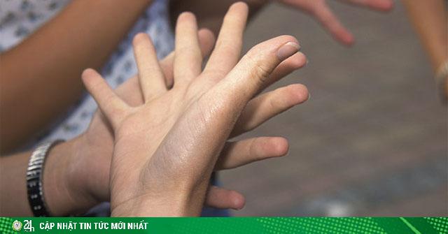 Tê tay cứ chủ quan bỏ qua, sớm muộn gì 7 vấn đề này trong cơ thể cũng xuất hiện