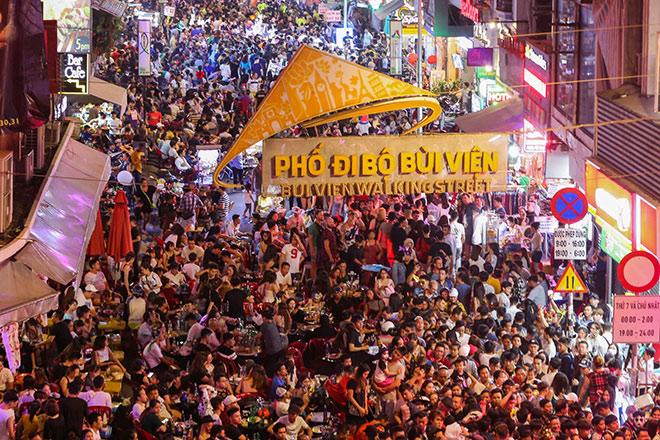 """Phương Đông Vân Đồn đón đầu cơ hội từ ngành du lịch """"không ngủ"""" - 1"""