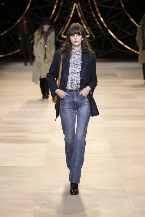 Quần jeans ống loe, màu ngà voi sẽ là xu hướng quần jeans lớn nhất mùa thu 2020 - 18