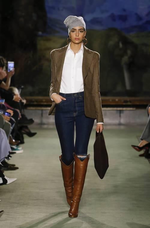 Quần jeans ống loe, màu ngà voi sẽ là xu hướng quần jeans lớn nhất mùa thu 2020 - 12