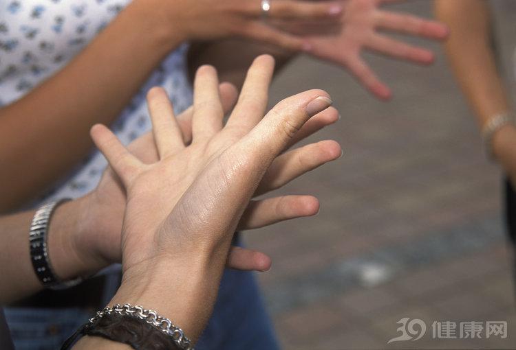 Tê tay cứ chủ quan bỏ qua, sớm muộn gì 7 vấn đề này trong cơ thể cũng xuất hiện - 1