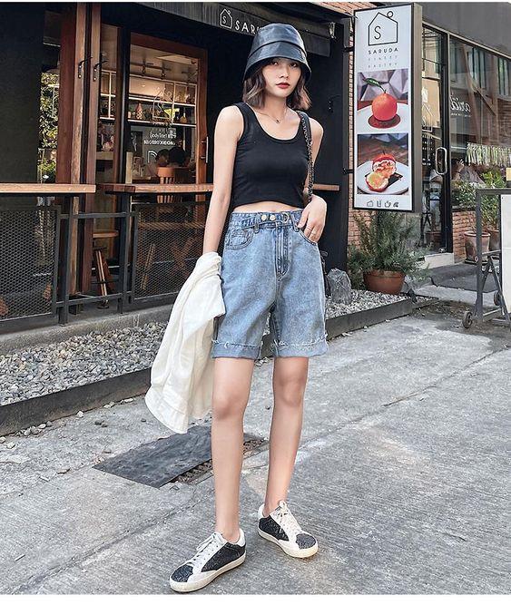 6 cách cô gái Pháp đang mặc quần denim short cổ điển trong mùa hè này - 16