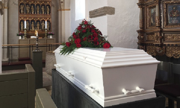 """Cụ bà """"sống lại"""" hai lần trong đám tang của chính mình"""