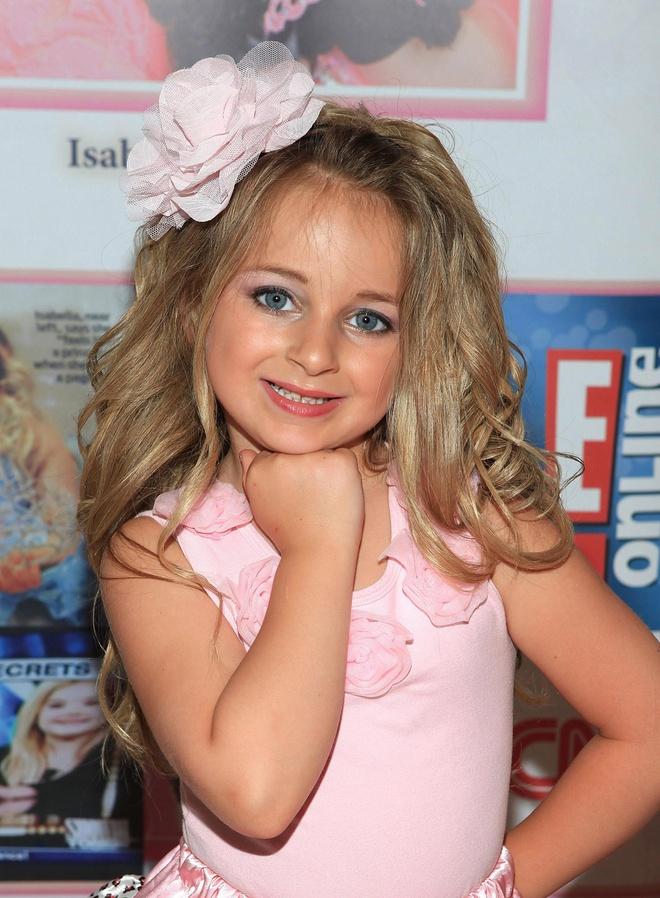 """Nhan sắc trổ mã, tuyệt trần ở tuổi 14 của """"cô bé xinh nhất thế giới"""" - 1"""