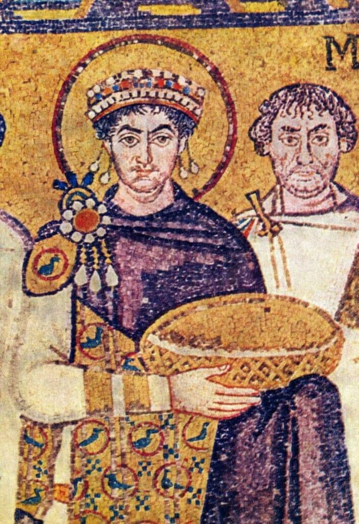 Màu tím - màu của giới quý tộc suốt hàng thế kỷ - 1