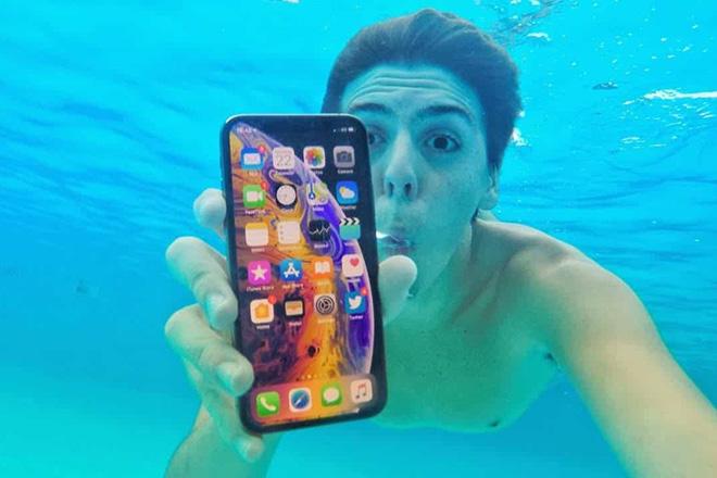 iPhone XS Max bị tố không có khả năng chống nước - 2