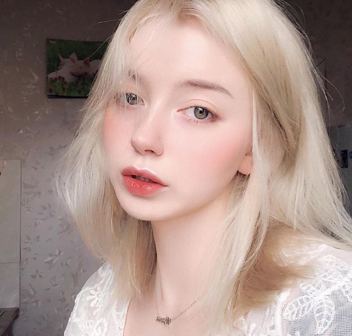 2 người đẹp Nga da trắng như tuyết, môi hồng tầm xuân gây mê nam giới bởi vẻ cổ tích - 7