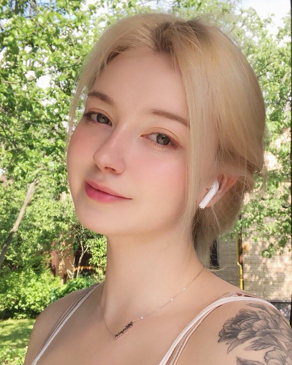 2 người đẹp Nga da trắng như tuyết, môi hồng tầm xuân gây mê nam giới bởi vẻ cổ tích - 6