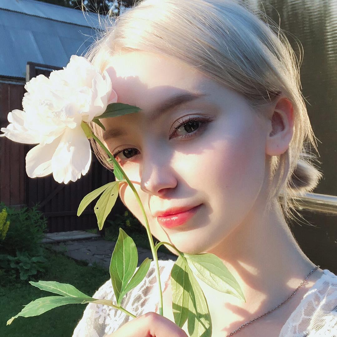 2 người đẹp Nga da trắng như tuyết, môi hồng tầm xuân gây mê nam giới bởi vẻ cổ tích - 5