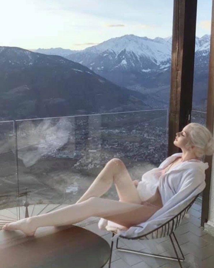 2 người đẹp Nga da trắng như tuyết, môi hồng tầm xuân gây mê nam giới bởi vẻ cổ tích - 3