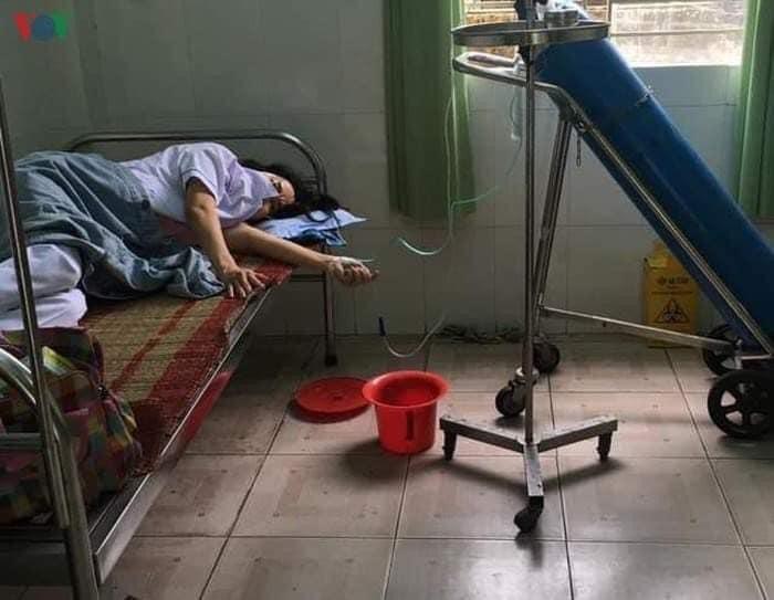Nhân viên y tế ngất xỉu, thở oxy do đi nhiều nơi để truy vết F1 đã ổn định sức khỏe - 1