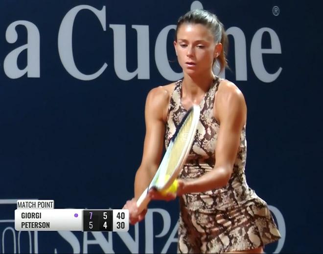 """""""Hoa khôi"""" tennis Ý váy ngắn, dáng đẹp tỏa sáng hậu Covid-19 - 5"""