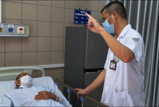 """Hà Nội: Nhiều """"ma men"""" nhập viện vì uống rượu pha cồn công nghiệp - 1"""