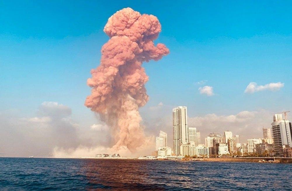 Nổ như bom nguyên tử ở Liban: Khói đỏ chứng tỏ đánh bom? - 1