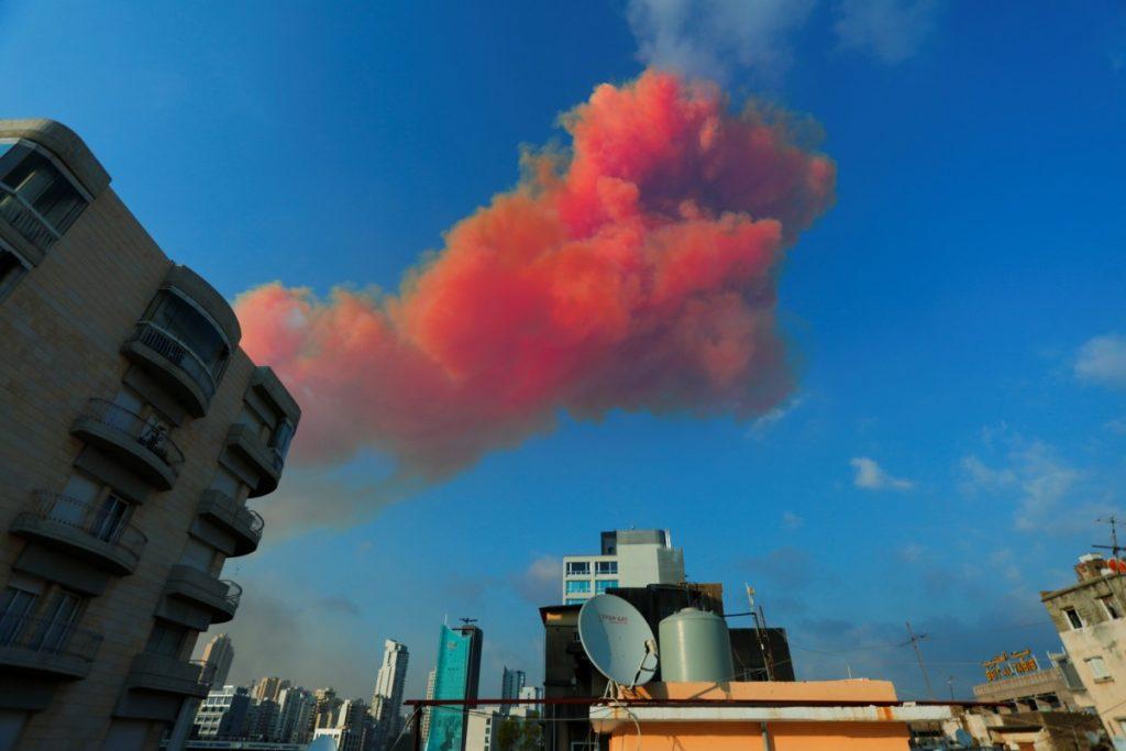 Nổ như bom nguyên tử ở Liban: Khói đỏ chứng tỏ đánh bom? - 2