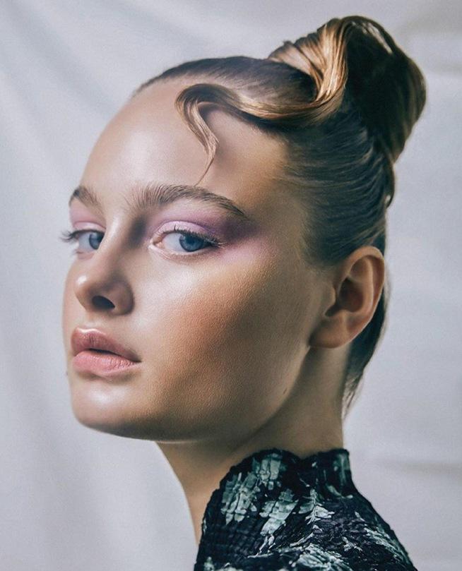 Xu hướng làm đẹp hot mùa thu 2020: mi mắt màu hoa cà, móng tay da rắn, đôi môi ửng hồng... - 1