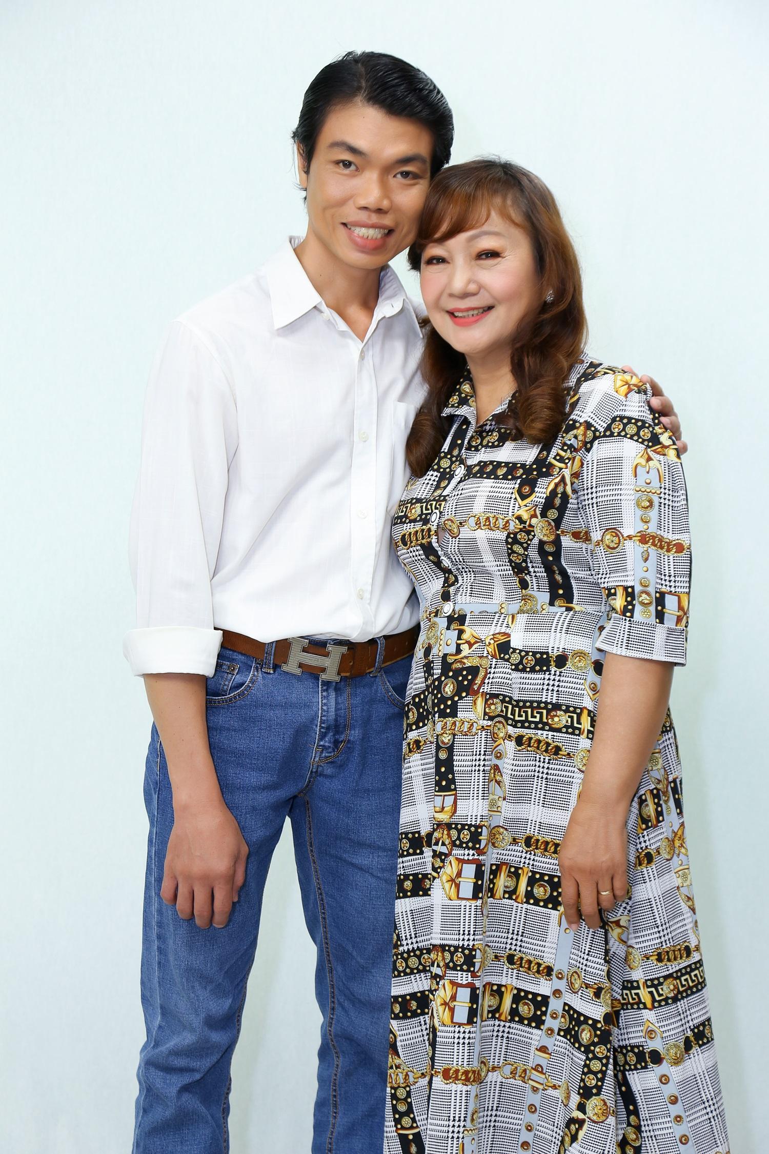 Ốc Thanh Vân xúc động với nghị lực của người vợ có chồng bất hạnh mang hơn 10 khối u