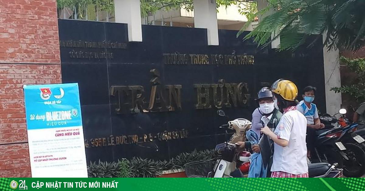 TP.HCM: Thí sinh vội vã chạy vào điểm thi do đến sát giờ