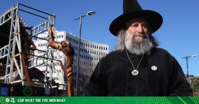 Người đàn ông làm phù thủy do thủ tướng năn nỉ, mỗi năm hưởng lương 10.000 USD