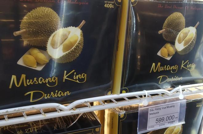 Sầu riêng Malaysia giá tiền triệu vẫn cháy hàng giữa lúc sầu riêng Việt rẻ rề - 2