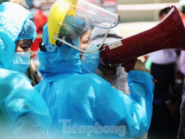 Tin tức trong ngày - Đà Nẵng: Đổ quân ra chợ 'truy bắt' COVID-19