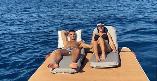 Ronaldo cùng mỹ nữ nóng bỏng giải sầu, sắp đá vị trí mới ở Juventus