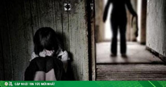 Tâm sự với ông chú có vợ, bé gái 13 tuổi bị đưa vào đời