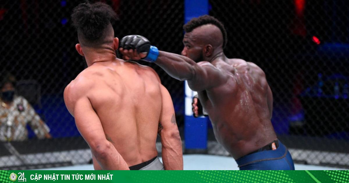 Lạ lùng võ sĩ chắp 2 tay khinh thường đối thủ, dính đòn sấp mặt