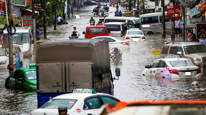 Lái xe qua đường ngập nước và cách tránh bị thủy kích trên ô tô - 1
