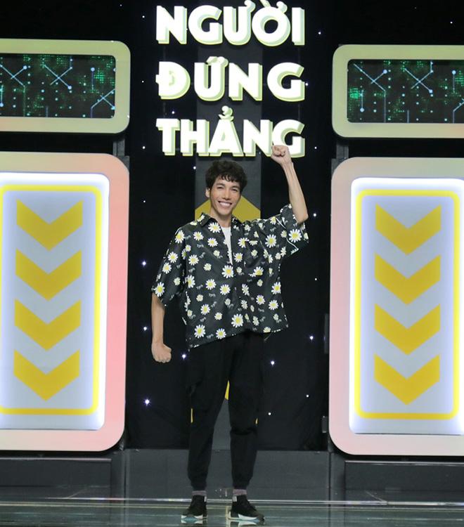 """Hơn 100 nghệ sĩ Việt """"dở khóc dở cười"""" vì bị """"đè bẹp"""" trong gameshow mới"""
