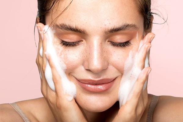 Quy trình dưỡng da sáng mịn vào mùa thu đông buổi sáng và buổi tối - 1
