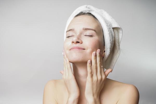 Quy trình dưỡng da sáng mịn vào mùa thu đông buổi sáng và buổi tối - 4