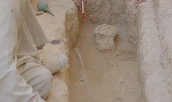 """Đi giữa đường, """"sụp hầm"""" vào mộ cổ kỳ lạ nhất thành phố xác ướp - 2"""