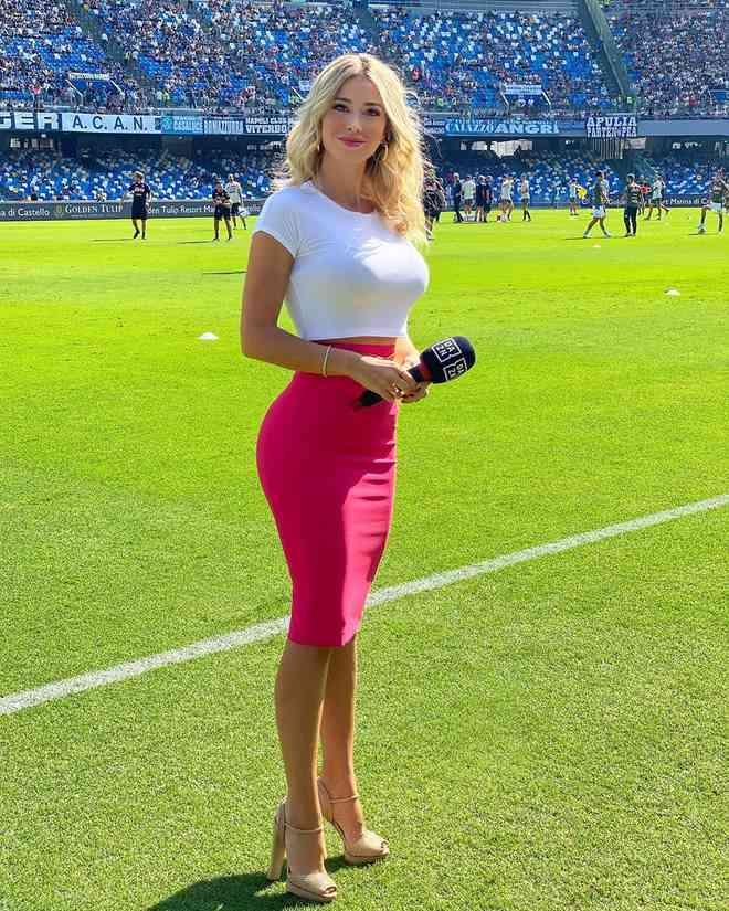 """Ibrahimovic bị đồn """"ăn vụng"""" với nữ MC thể thao quyến rũ nhất hành tinh - 6"""