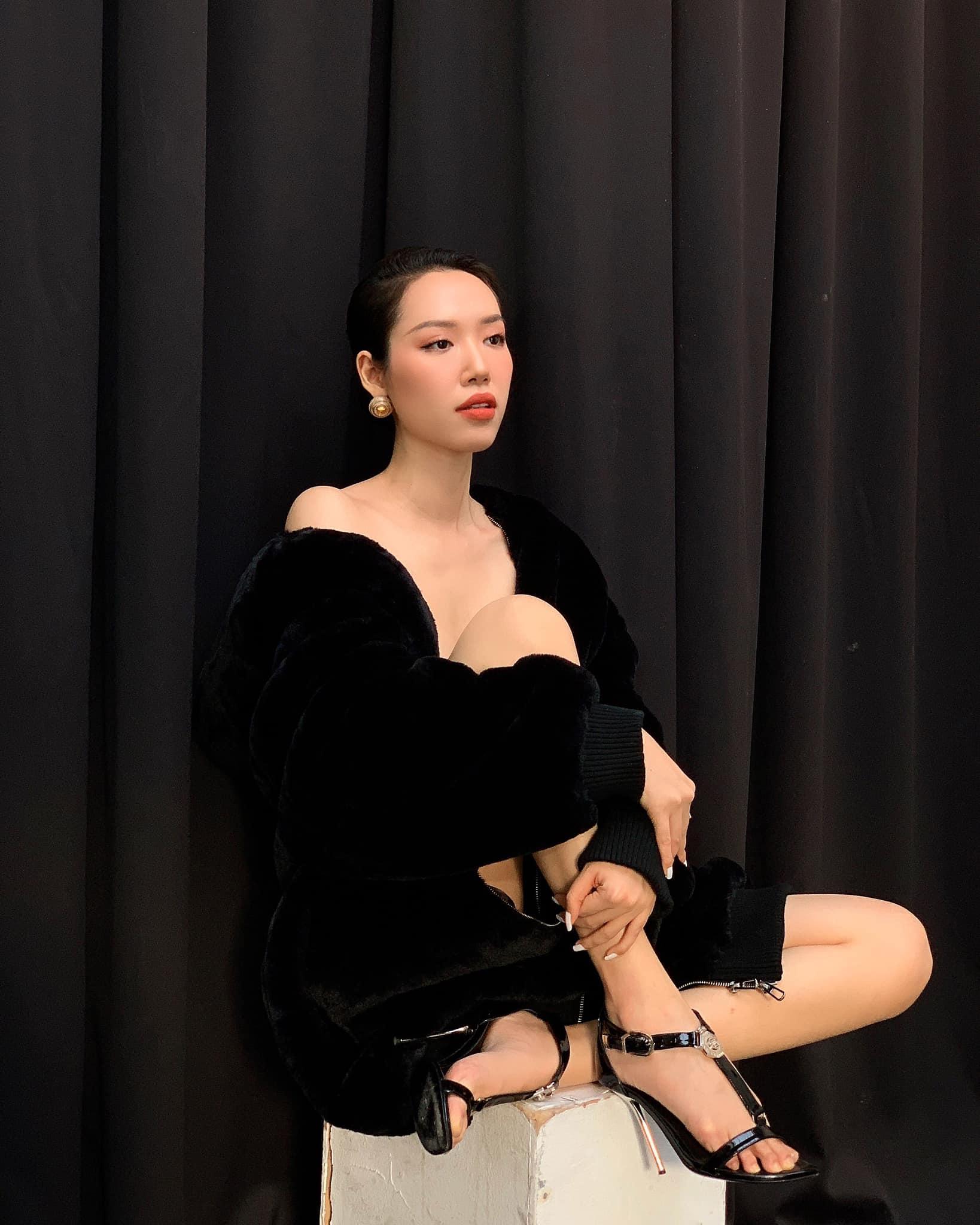Áo yếm thiên nga lộ nửa người của nhà thiết kế có body gợi cảm nhất làng mốt Việt - 6