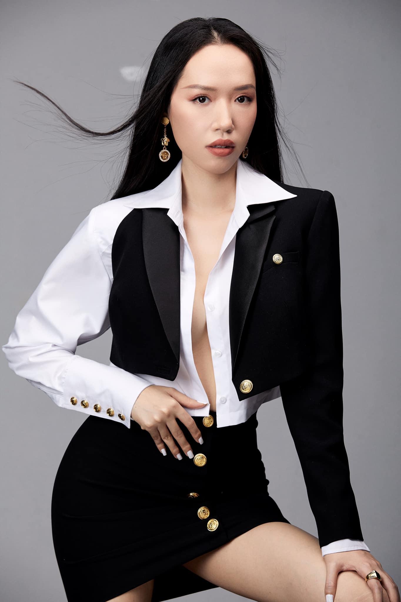 Áo yếm thiên nga lộ nửa người của nhà thiết kế có body gợi cảm nhất làng mốt Việt - 7