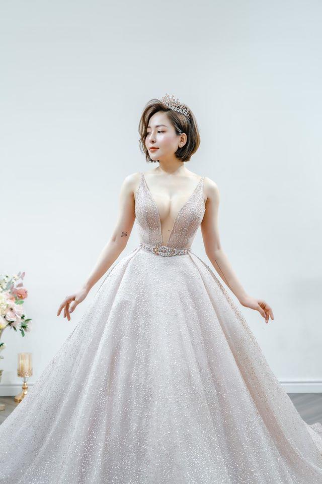 Hot girl Trâm Anh ăn mặc ngày càng táo bạo sau tin đồn yêu đại gia