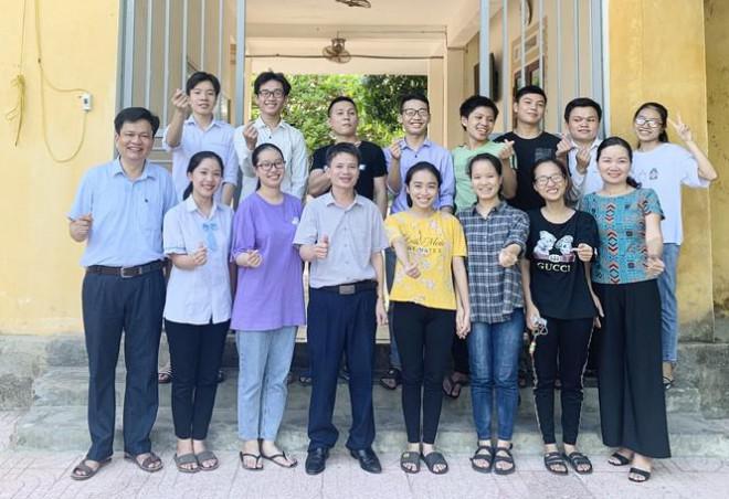 Lớp học 'mưa' điểm 10 thi THPT ở Hà Tĩnh - 2