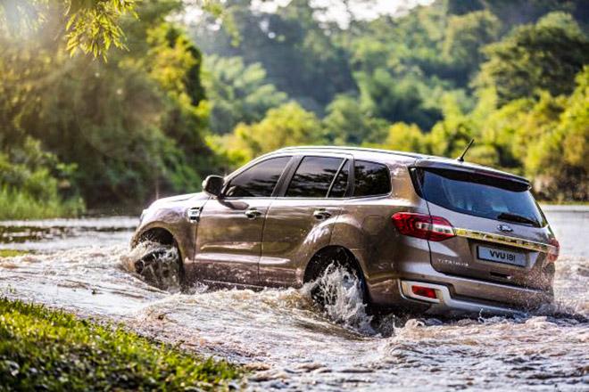 Bỏ túi những kinh nghiệm lái xe qua vùng ngập nước an toàn nhất - 1
