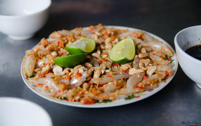 """Bình Định: Thứ gỏi cá được ví như """"sushi"""" phiên bản Việt, tươi rói, giòn tan, nồng nàn vị biển - 1"""
