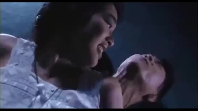 Mỹ nữ gốc Việt đẹp nhất châu Á bị Lý Liên Kiệt hôn trầy môi: Qua 3 lần đò lấy chồng kém 12 tuổi